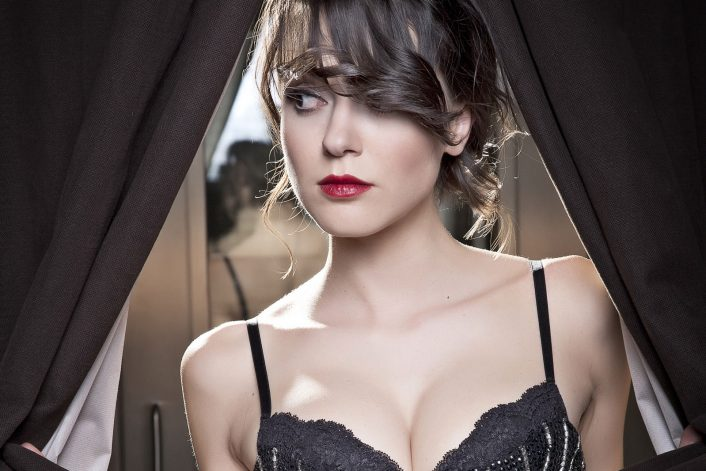 Simona Molinari official website of booking agent