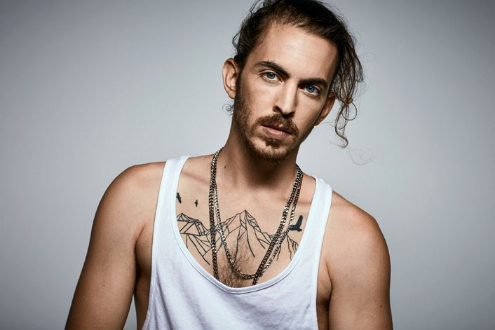 Dennis Lloyd official website of booking agent