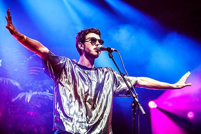 Oscar & The Wolf official website of booking agent